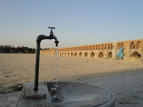 بهشدت در حال پیگیری رفع مشکل تأمین آب شرب مردم شاهینشهر و قطعی آن هستیم